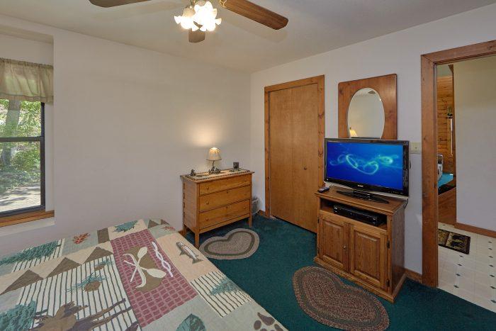 Private King Bedroom in 2 Bedroom cabin - Mountain Breeze