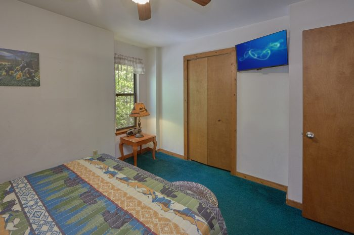 Queen Bedroom with Private Bath and TV - Mountain Breeze