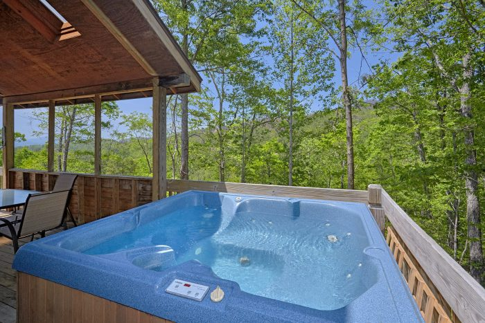 Rustic 2 Bedroom Cabin with Private Hot Tub - Mountain Breeze