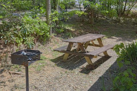 Cabin with Picnic Table, Hot Tub and Deck - Mountain Breeze