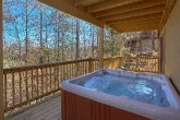 4 Bedroom Mountain View Cabin with a Hot Tub