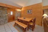 4 Bedroom Cabin with a Dining Room Table