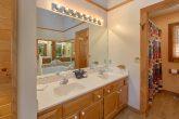 4 Bedroom Cabin with a Double Vanity Bathroom
