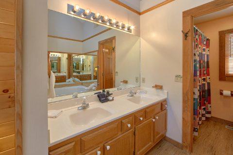 4 Bedroom Cabin with a Double Vanity Bathroom - Mountain Destiny