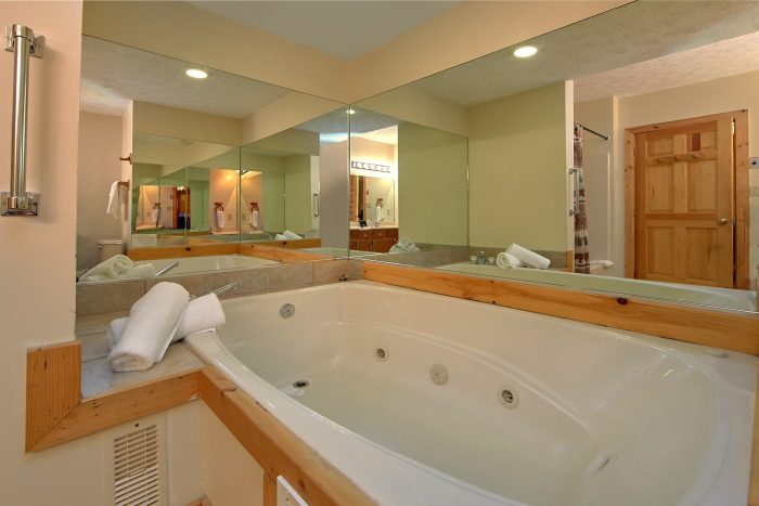 Cabin with 2 Private Jacuzzi Tubs and 4 baths - Mountain Fever