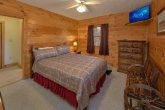 4 Bedroom Cabin with 4 Queen Beds and Baths