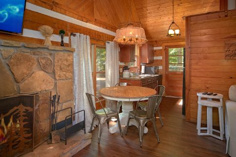 Cozy 2 Bedroom Cabin with Dining Area for 4 - Mountain Moonlight