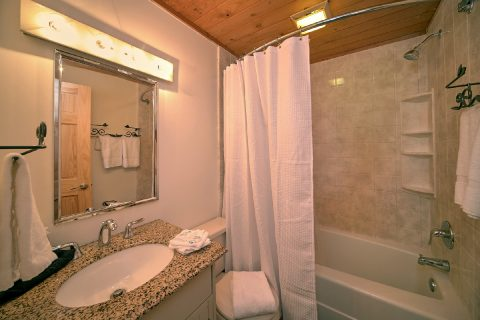 Cabin with 2 Private Bathrooms and Queen Beds - Mountain Moonlight