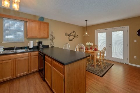 Cottage in Pigeon Forge with Full Kitchen - Mountain Music