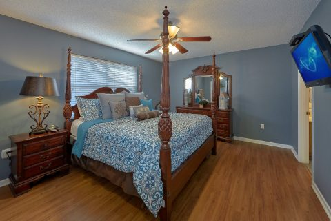 Master Bedroom with Connecting Full Bathroom - Mountain Music