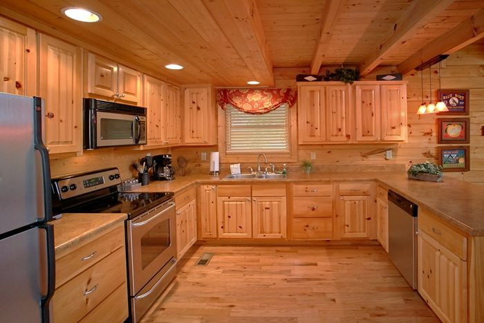 Honeymoon Cabin with Fully Stocked Kitchen - Mountain Star