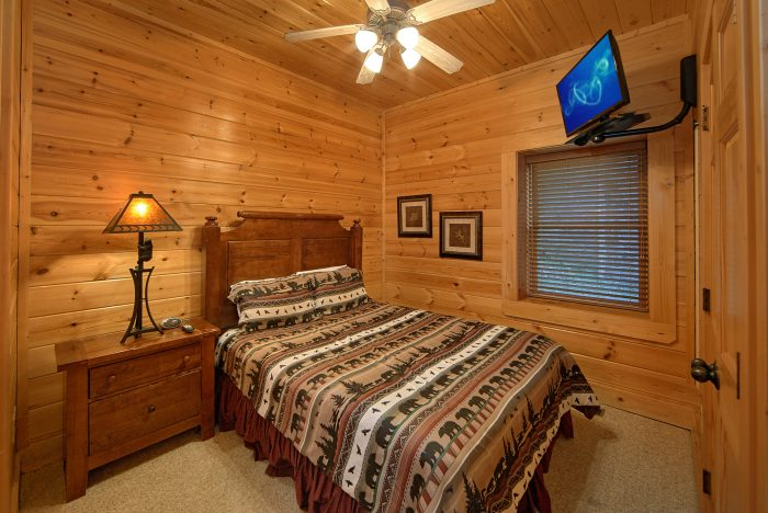 5 Bedroom Cabin with Main Floor Bedroom - Mountain Sunrise