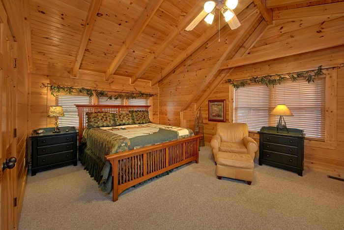 5 Bedroom Cabin Sleeps 11 Loft bedroom - Mountain Sunrise