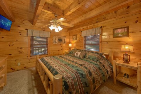 5 bedroom cabin with King bed on main floor - Mountain Time