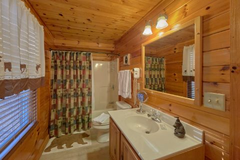 5 Bedroom cabin with Private Master Bath - Mountain Time