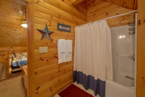 Cabin with 4 full bathrooms and 2 Jacuzzi Tubs - Mountain Time