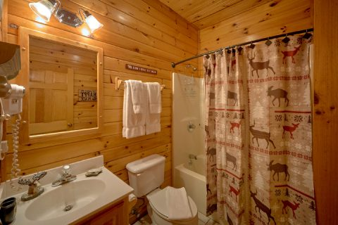 Pigeon Forge Luxury Cabin with 4 bathrooms - Mountain Time