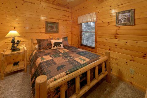 Rustic Log Queen bed in 5 bedroom cabin - Mountain Time