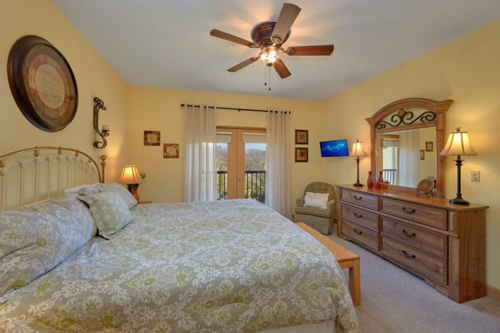 Spacious King bedroom in PIgeon Forge Condo - Mountain View 5305