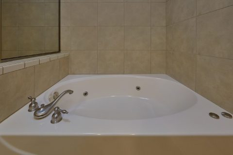 Jacuzzi Tub Master Bedroom - Mountain View 5706