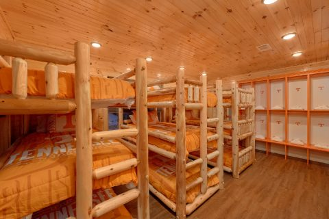 8 Bedroom Cabin with a Bunk Bed Locker Room - Mountain View Pool Lodge