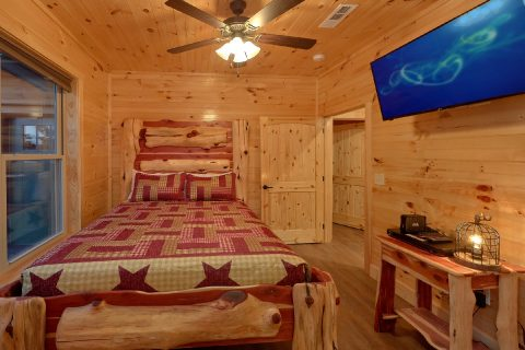 8 Bedroom Pool Cabin with Queen Beds - Mountain View Pool Lodge
