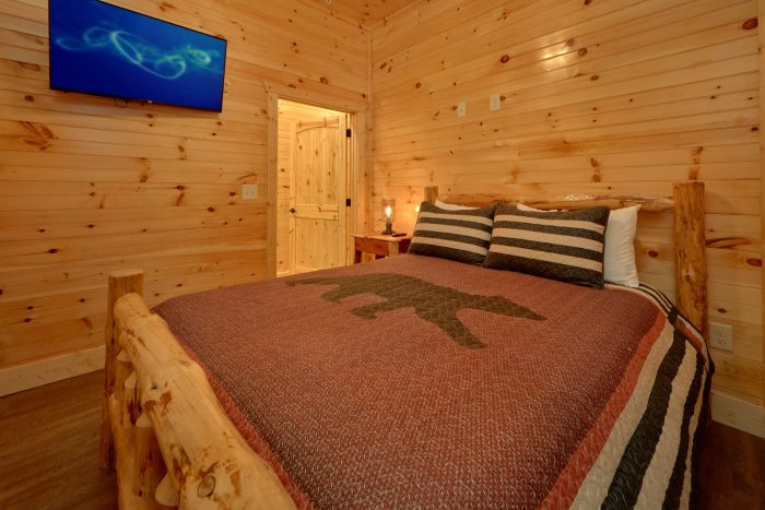 8 Bedroom Pool Cabin with 8 Private Bathrooms - Mountain View Pool Lodge