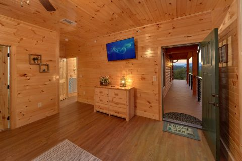8 Bedroom Pool Cabin with Private Deck Access - Mountain View Pool Lodge