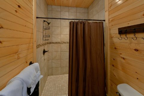 8 Bedroom Pool Cabin with Tiled-In Showers - Mountain View Pool Lodge