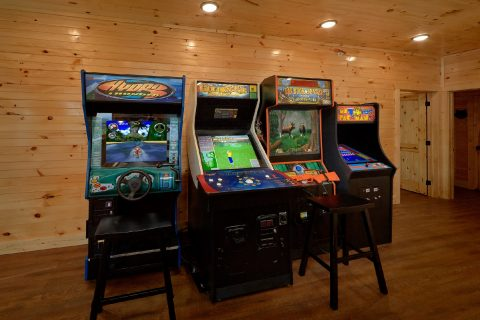 8 Bedroom Pool Cabin with 4 Arcade Games - Mountain View Pool Lodge