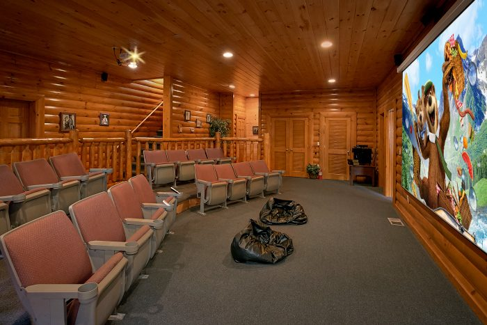 8 Bedroom Cabin Sleeps 24 with Theater Room - Grand Theater Lodge