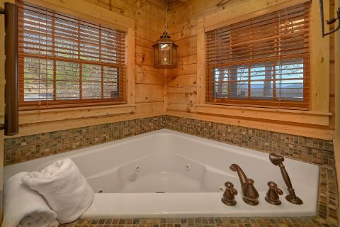 Master Suite with Jacuzzi Tub - Mystic Ridge