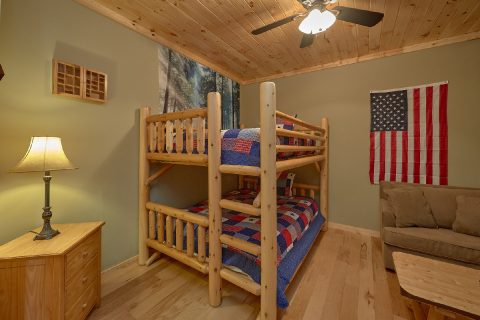 Theater Area 5 Bedroom Cabin Sleeps 20 - Mystic Ridge