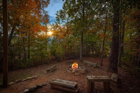 Spectacular 5 Bedroom Cabin Sleeps 20 Fire Pit - Mystic Ridge