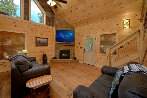 Luxury cabin with Fireplace in living room - Mystical Mornings