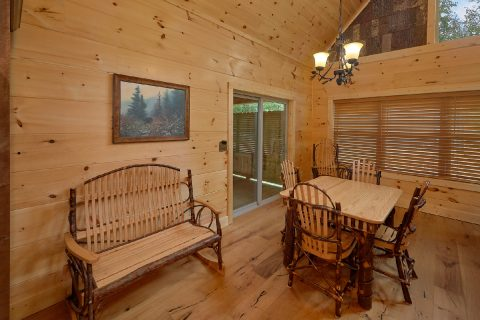 2 bedroom luxury cabin with spacious dining room - Mystical Mornings