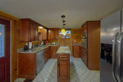 Fully Equipped Kitchen with Island - Nana's Place