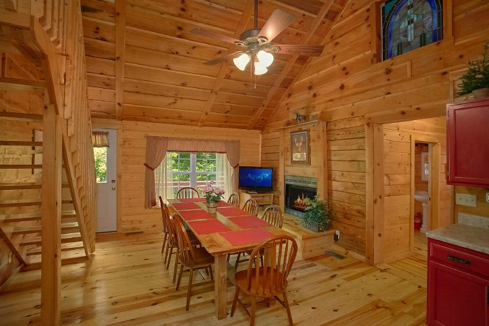 4 Bedroom Cabin with Spacious Dining Area - Natures Dream