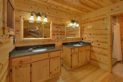 Master Suite Bath Room - Noah's Getaway