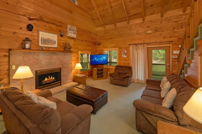 Rustic 3 Bedroom Cabin with Fireplace - Oakland #1