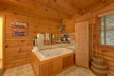 Rustic Cabin with 2 bedrooms and Jacuzzi Tub