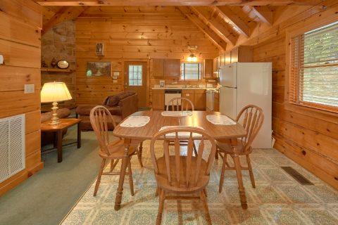 Dining Room for 6 in 2 bedroom Gatlinburg cabin - Oakland #3