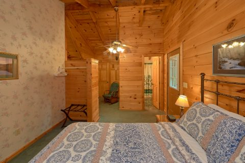 Master bedroom with King bed in 2 bedroom cabin - Oakland #3