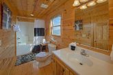 3 Full Bath Rooms 4 Bedroom Cabin