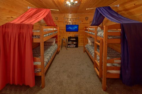 Kids Bunk Bed Room 4 Bedroom Cabin - On The Rocks