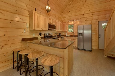Luxury 1 bedroom cabin with Full Kitchen - Out On A Limb