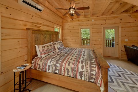 Spacious Cabin with King Bed and Private Bath - Out On A Limb