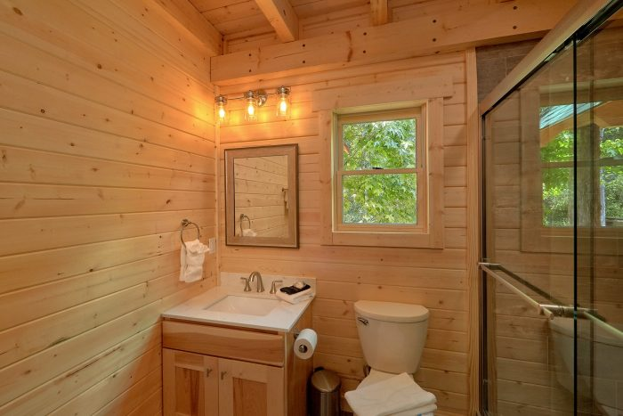 1 Bedroom cabin rental with Private bathroom - Out On A Limb