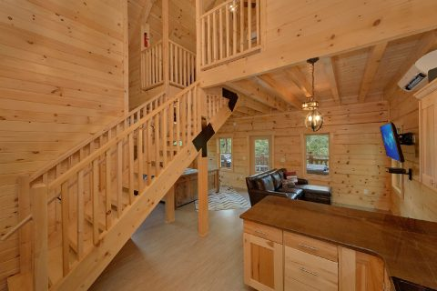 Spacious 1 bedroom cabin with Loft bedroom - Out On A Limb
