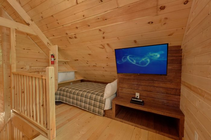 1 bedroom cabin for 6 with loft bedroom - Out On A Limb